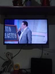 """Vendo uma TV AOC, 32"""" em perfeito estado de funcionamento,"""