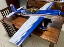 Aeromodelo Extra 330