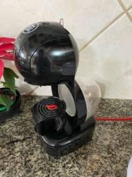 Cafeteira Dolce Gusto 110 vlts preta pouco usada