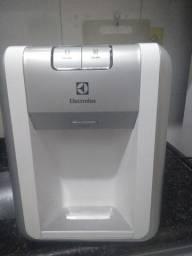 Bebedouro/purificador Eletrolux Semi novo.