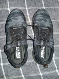 Vendo 1 bermuda de n 40 nova e 1 sapato ñ 40 usado 1 vez