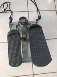 Aparelho de exercícios para as pernas