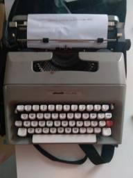 Vendo Máquina de Datilografia Olivetti College