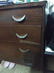 Vendo armario de madeira com 4 gavetas relíquia