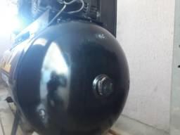 Inspeção de segurança em compressor e caldeiras