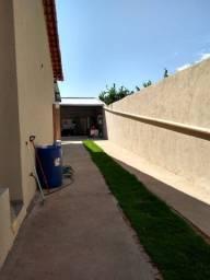 Casa seminova de 03 quartos a venda no Setor Jardim Serrano em Caldas Novas Goiás