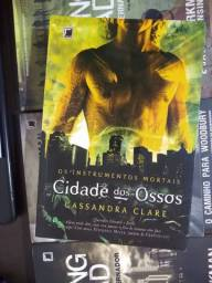 Livro - Cidade dos Ossos