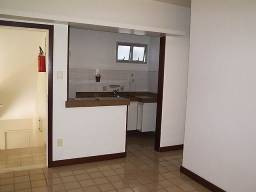 1/4 sala na Barra. Rua João Pondé. Aluguel R$ 900,00. Verificar as outras taxas