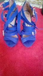3 sandalias semi novas