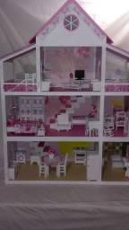 Casa de boneca da poli