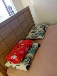 Cama tamanho King (cama elegante) sem colchão