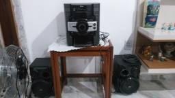 Vendo aparelho de som com entrada de usb e 3 CDs Toca fitas semi novo valor 650.00