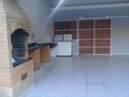 Linda casa de 200 m2 com 3 quartos