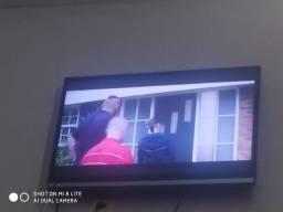 Vendo tv 32 com crome cast 650 reais AOC