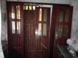 Porta de madeira e janela