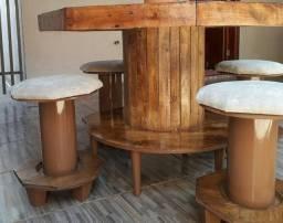 Mesa artesanal carretel com 4 bancos