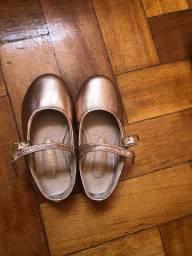 Sapato tamanho 22.