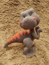 Dinossauro em feltro para cenário.<br>