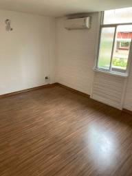 Excelente dois quartos Condomínio Marques do Paraná