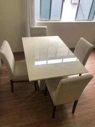 Mesa de vidro com madeira e 4 cadeiras