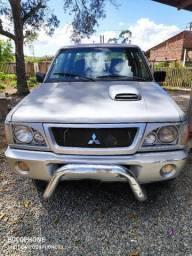 Vendo caminhonete Mitsubishi turbo 4x4 a diesel.