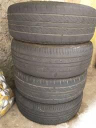 Jogo de pneus pouco menos que meia vida
