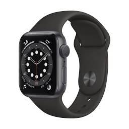 Apple Watch S6 (GPS) Caixa Alumínio Cinza 40mm Pulseira Preta Esportiva - 12X Sem Juros