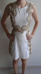 Vestido branco com aplicação