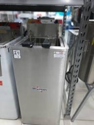 Fritadeira Elétrica Àgua e óleo Inox de piso.