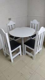 Mesa redonda de cozinha com 4 cadeiras - usada / desapego