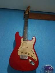 Vendo 1 guitarra marca Dolphin cor vermelha. usada.