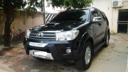 Vende-se hilux sw4 srv 7 lugares diesel automática - 2010