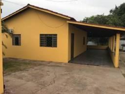 Alugo casa no Setor Serrano I 2 quartos + 1 quarto de serviço, lote 450m2