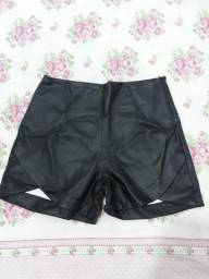 Shorts em couro fake m