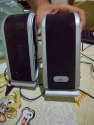 Teclado mouse e caixas de som