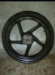 Roda traseira de liga- aro 18 pneu bom