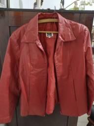 Jaqueta Feminina em couro. Cor vermelha. Tamanho Grande.