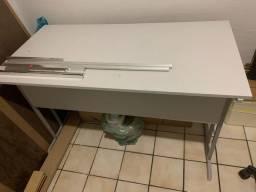 Mesas / balcão / birô
