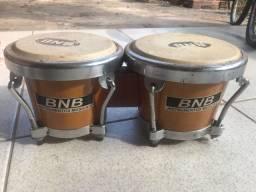 Bongô instrumento de percussão