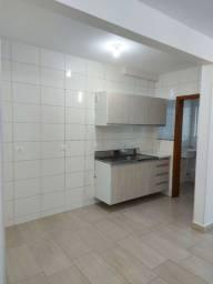 Alugo ap de dois quartos na Coloninha, Florianópolis.