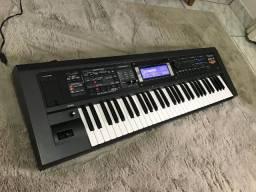 Teclado arranjador Roland GW8 Versão 2