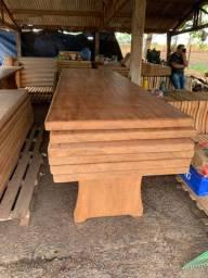 Mesas rústicas de madeira
