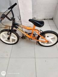 Vende-se fogão e bicicleta pra criança pequena