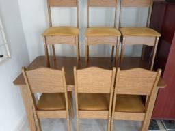Mesa de madeira com 6 cadeiras bom estado