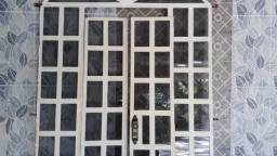 Título do anúncio: Vendo Porta em excelente estado! Retirar no Bairro Santa Rita - Gov. Valadares!
