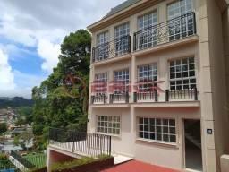 Casa em condomínio com 4 suítes em Petrópolis.