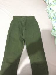 calça jeans verde
