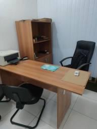Kit Armário e Mesa em Armário