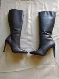 Vendo linda bota de couro da Mr.foot.