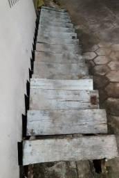 Vendo uma escada de ferro 5mt por 70cm de largura